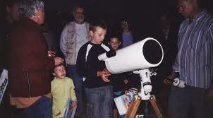 Observer le ciel et les anneaux de Saturne