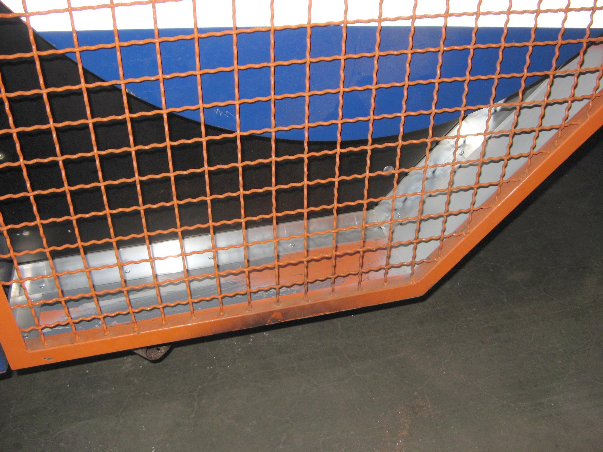 Blick in den geschlossenen Seiltrommelschutzkäfig