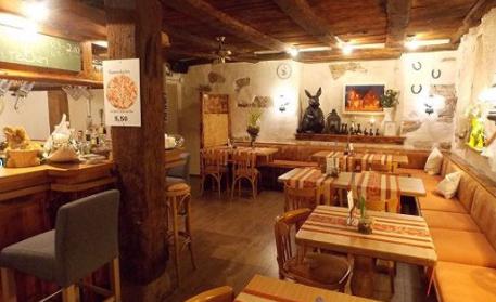 Das ist die Innenansicht des Restaurant Alte Schmiede Tenigen