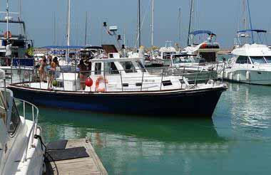 Imagen de barco para paseos de grupos y despedida de solteras