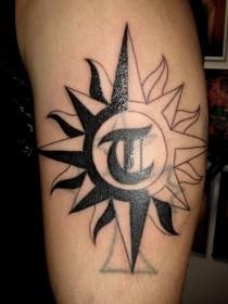 太陽 タトゥーの画像