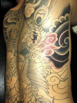 鳳凰と麒麟の刺青和彫り