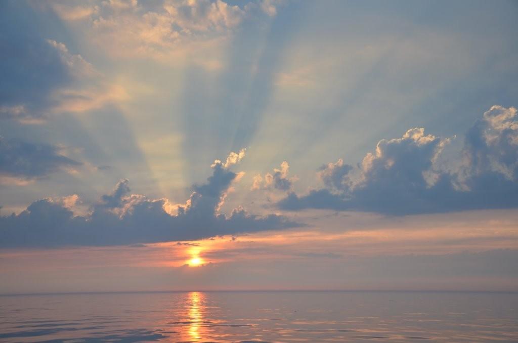 Sonnenaufgang ueber der Irish Sea