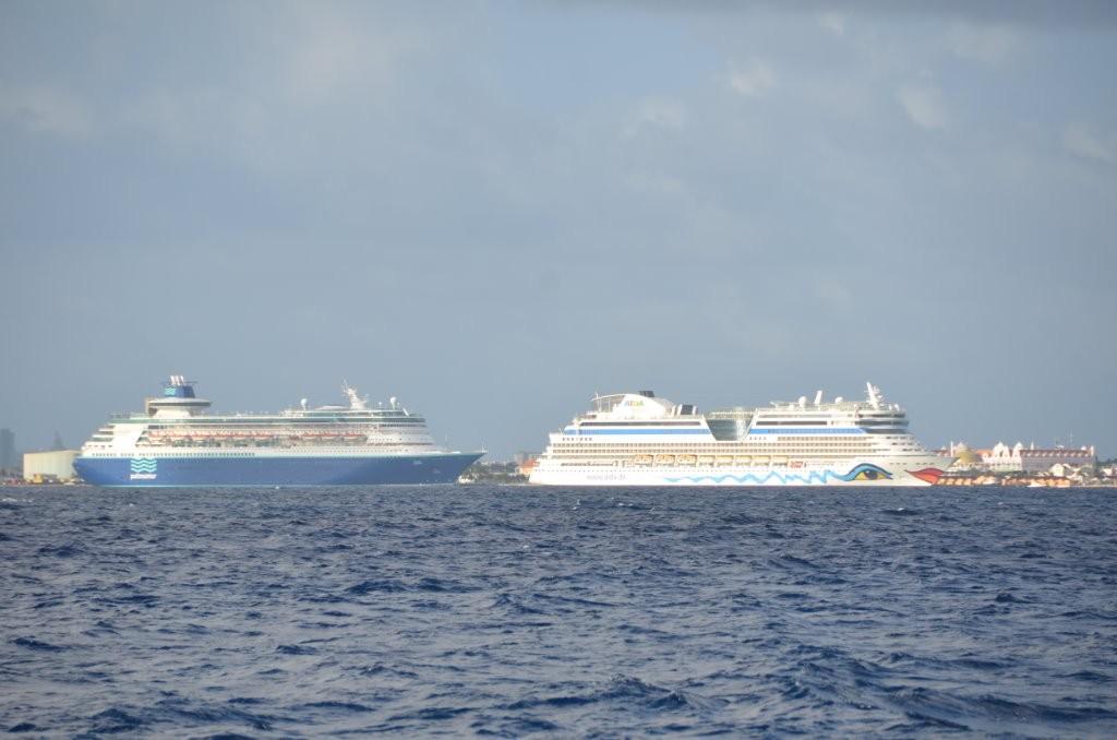 Traumschiff AIDA vor Aruba