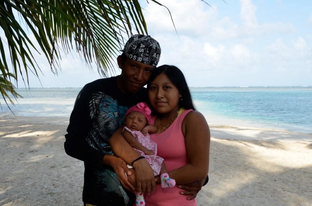 junge Kuna-Familie