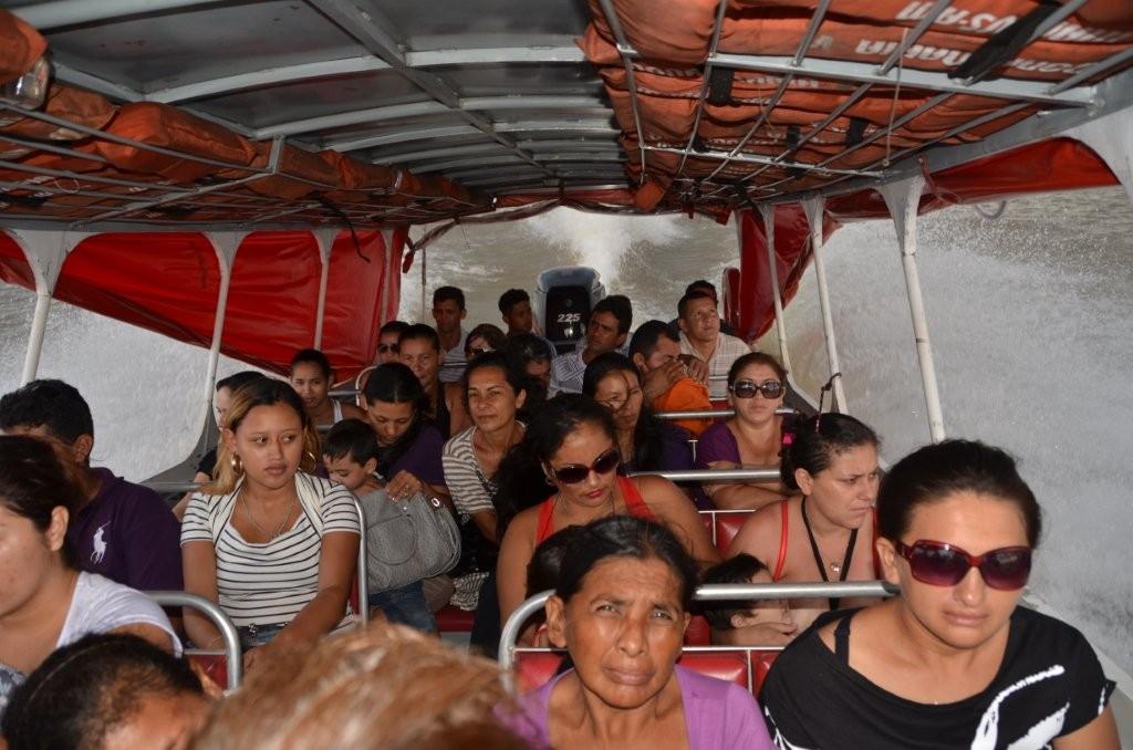 oeffentliches Verkehrsmittel Speedboot