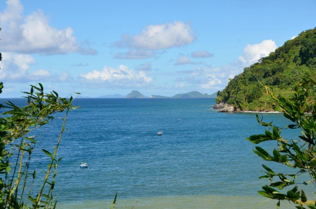 die Inselkette der Grenadinen am Horizont