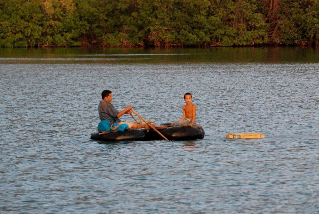 Autoschlaeuche werden zu Booten