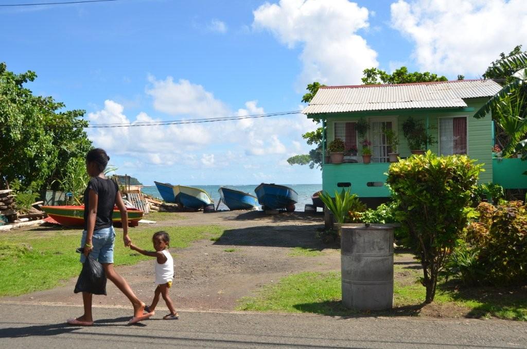 Fischerdorf an der Ostkueste Grenadas