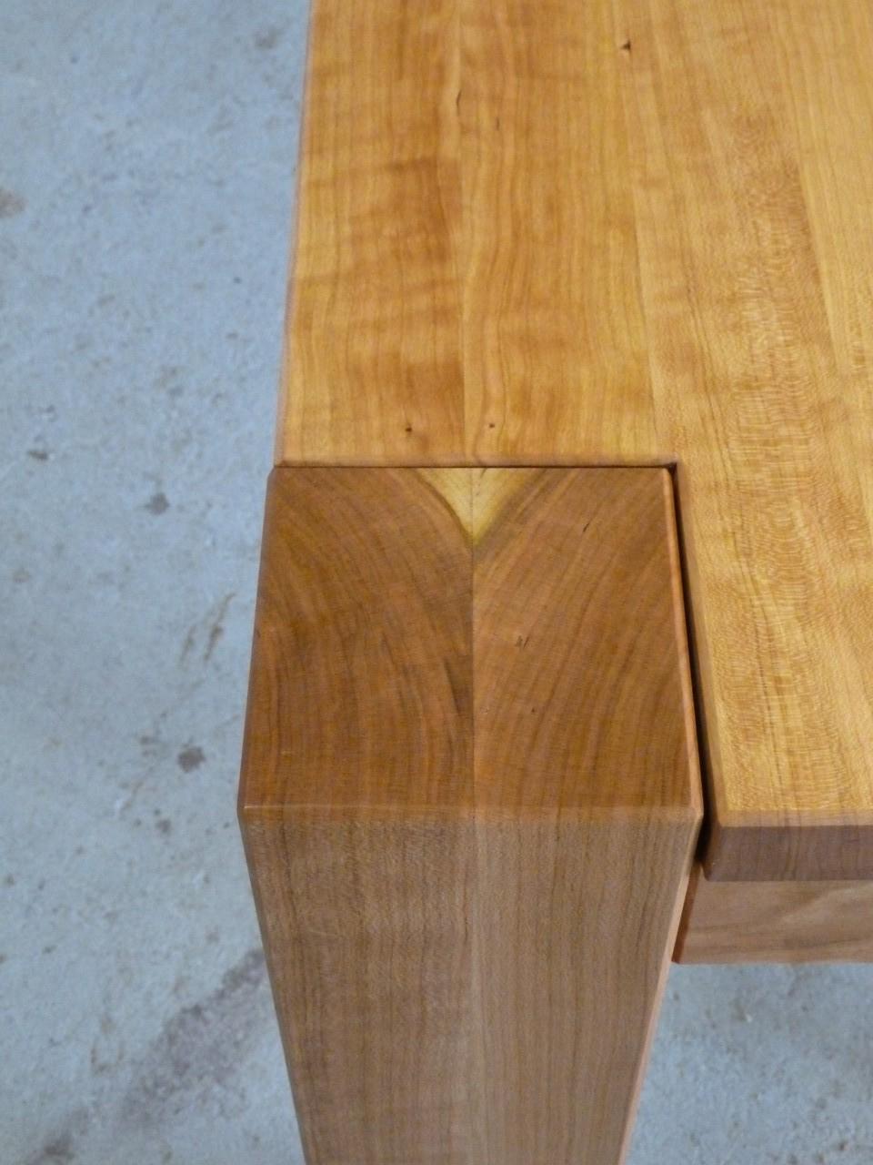 Esstisch aus Kirschholz