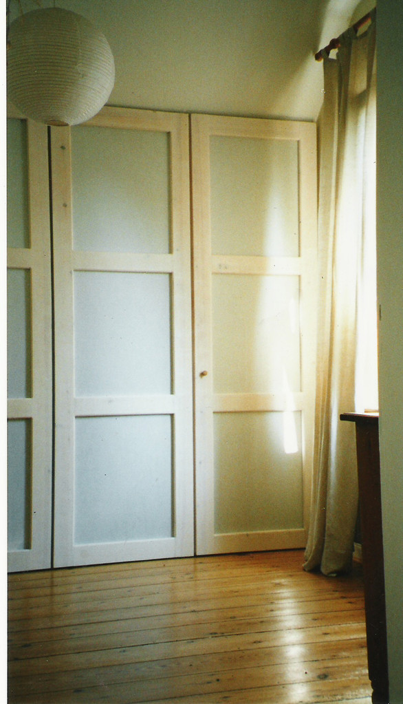 Fronttüren aus Nadelhoz-weiß lasiert und japanischem Papier