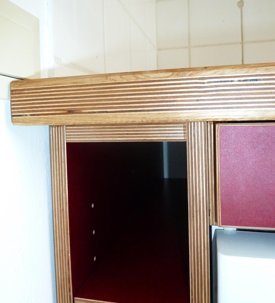 Küchenzeile Fronten Multiplex rot, Arbeitsplatte Eiche Multiplex