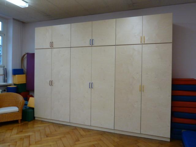 Elternschule Barmbek, Schrankwand Birkenholz Multiplex