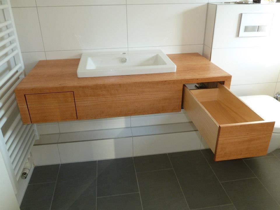 Waschtischkonsole , frei hängend, Kirschholz lackiert