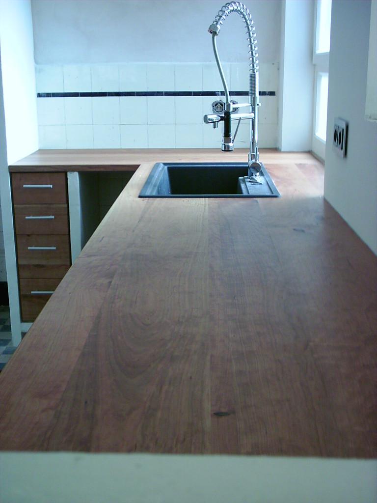 Küche mit großer Arbeitsfläche , Kirschholz