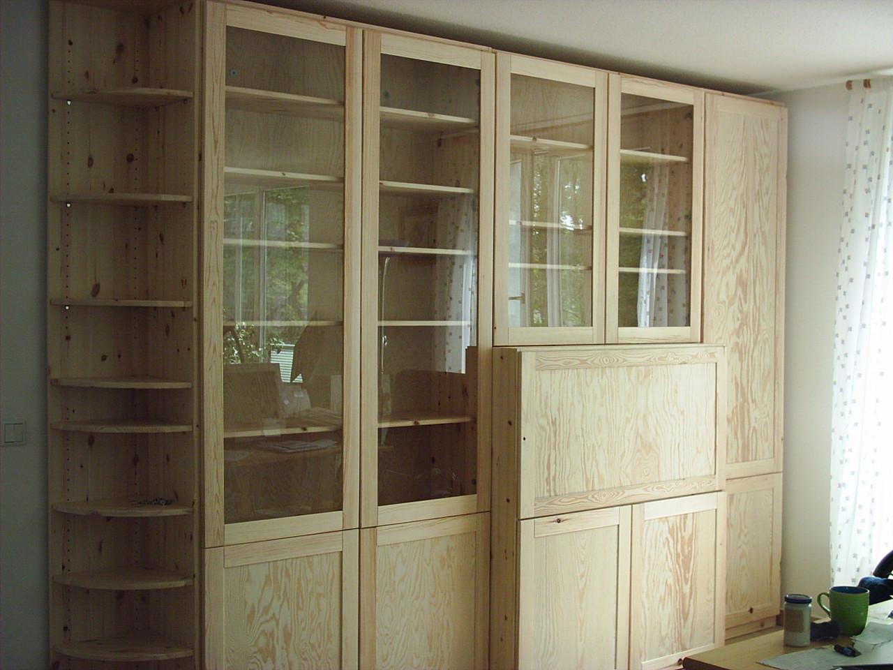 Wohnzimmerschrank- Kiefernholz- Oberfläche gewachst