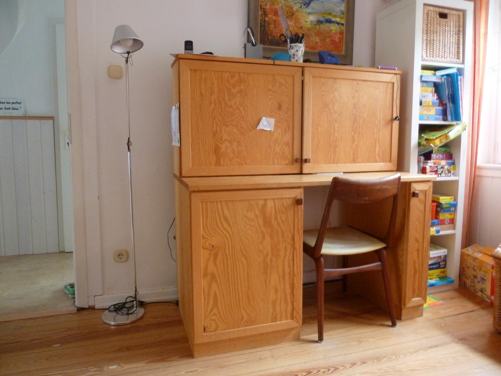 Home  Office , Schreibtisch aus Kiefernholz