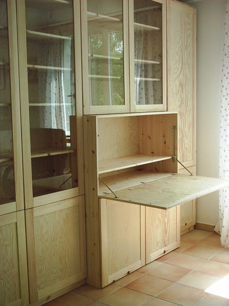 Wohnzimmerschrank- Kiefernholz- Oberfläche gewachst, mit integriertem Schreibtischplatz