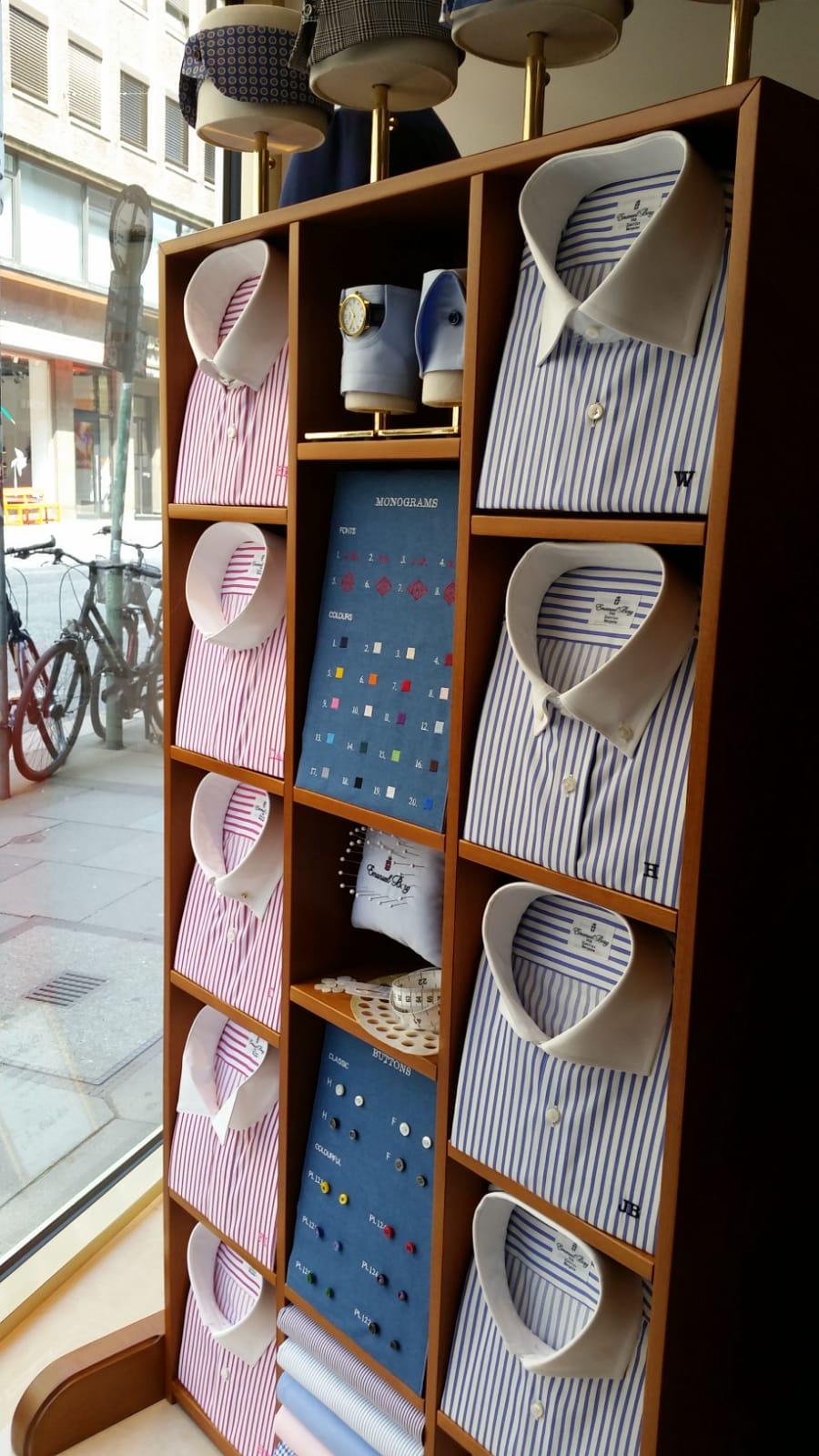 The Tailor - Hemdenständer aus Buchenholz old fashion Style