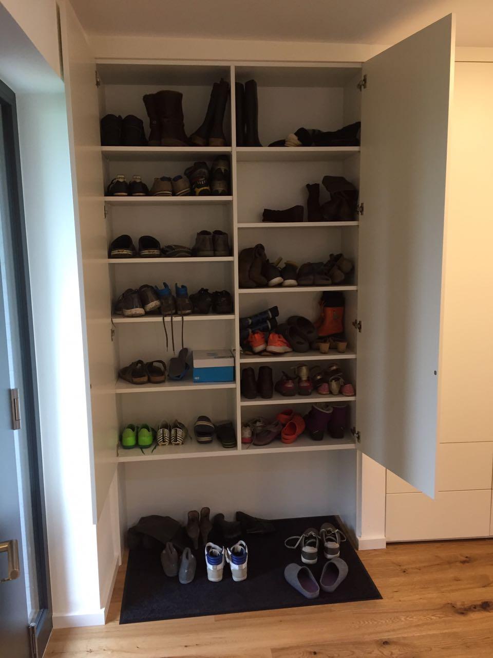 Raumteiler andere Seite, Schuhschrank, schlicht weiss matt Fronten , push to open