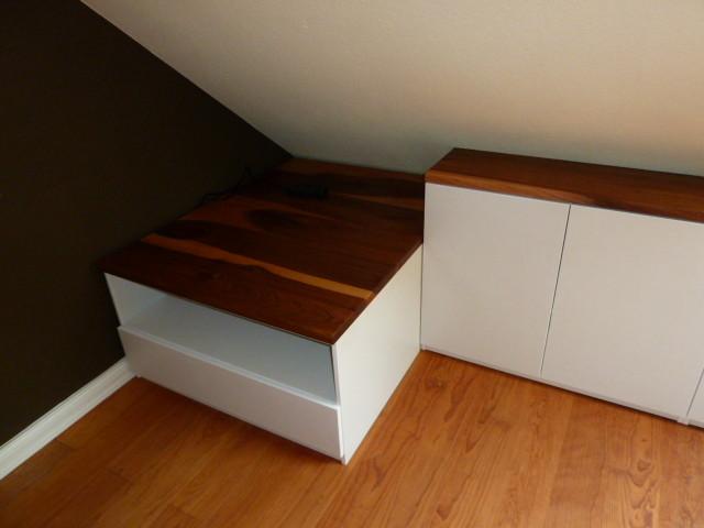 Sidebordzeile , Deckplatte aus Rüster, Schrankkorpen mdf weiß