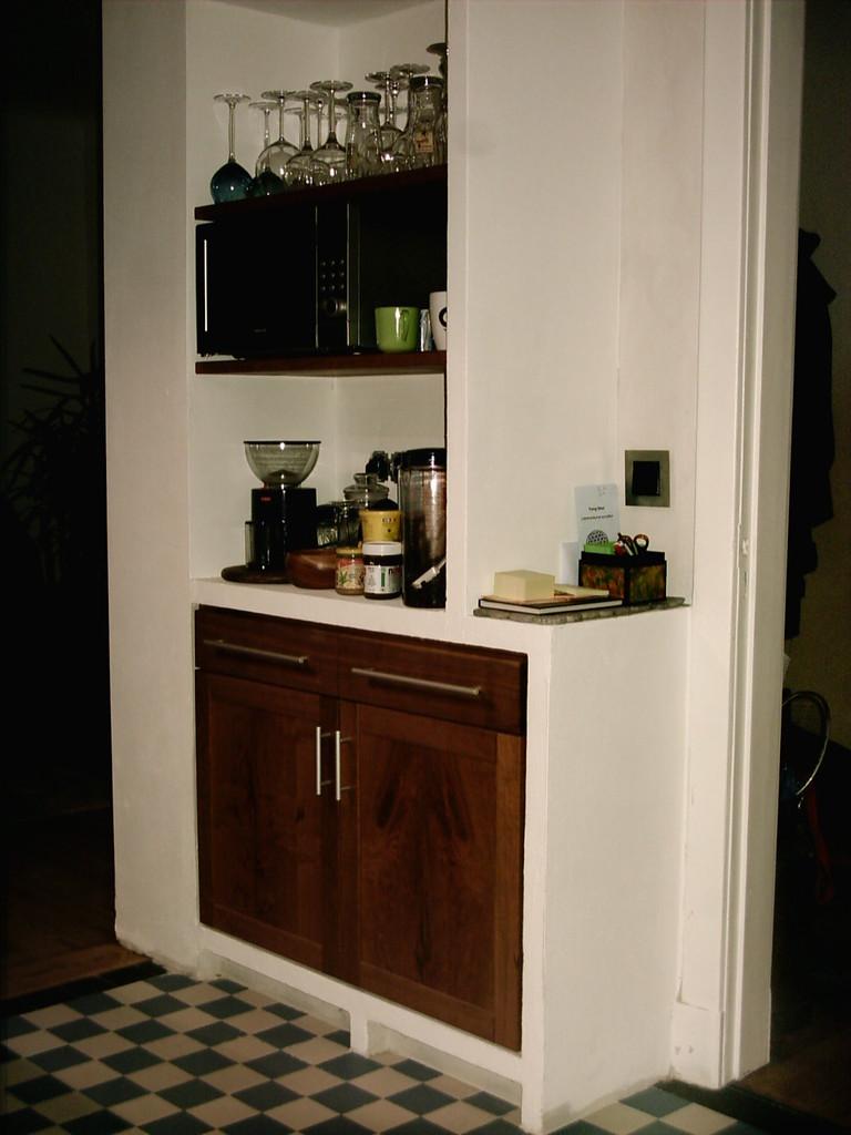 Küche aus Kirschholz, Trennwände gemauert aus Ytongstein