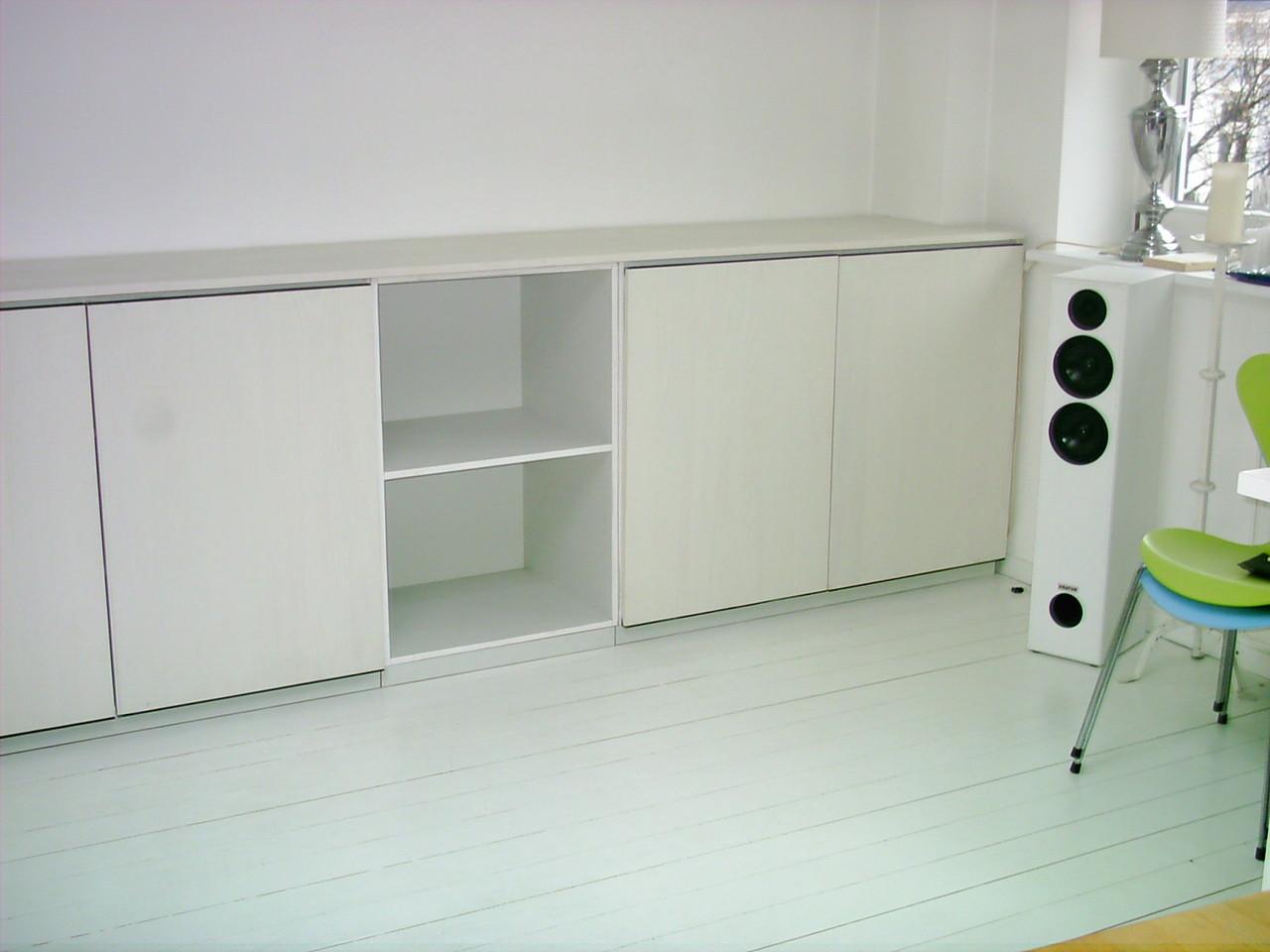 Sideboard Zeile, Fronten Kiefernholz rustikal-weiß lackiert