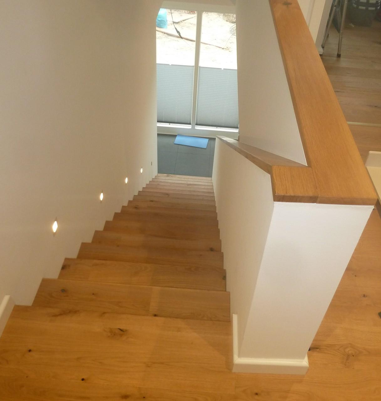 Treppenstufen und Handläufe aus Eichenholz