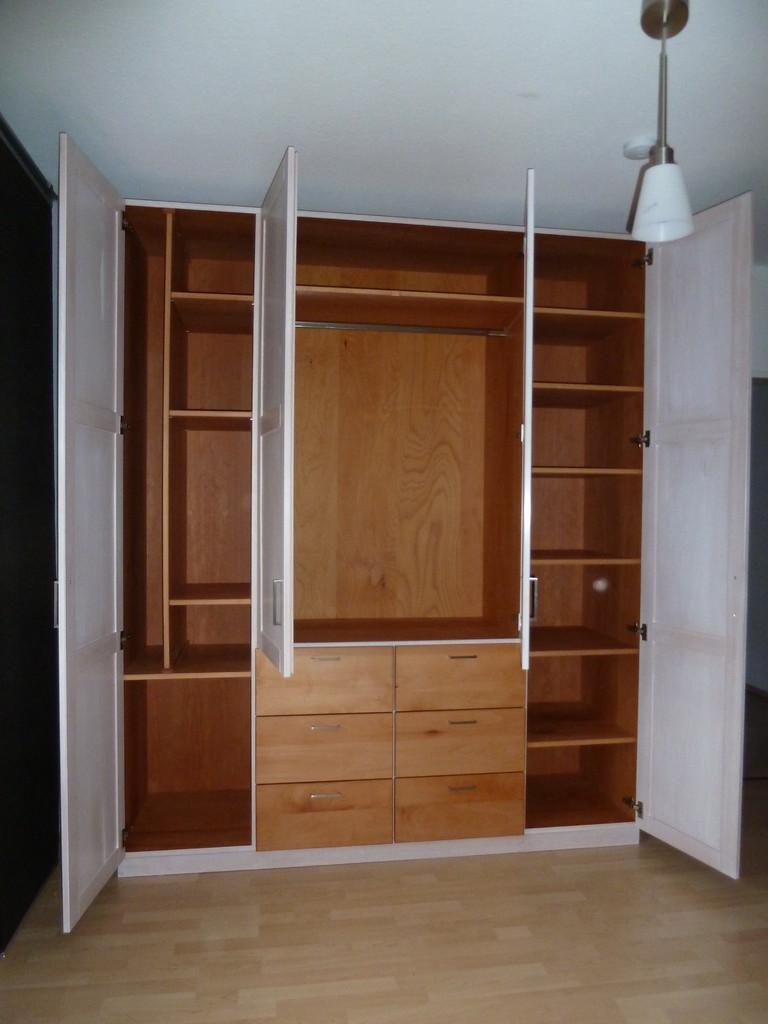 Kleiderschrank aus Buchenholz , individuelle Innenaufteilung