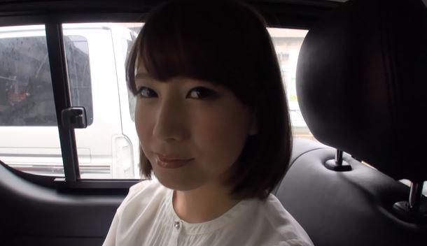 車の中でもインタビュー。照れ笑いがいい。