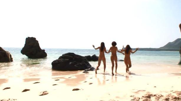 行為がおわったら、海にGO!昔の女囚コマンドみたいな映画を彷彿。