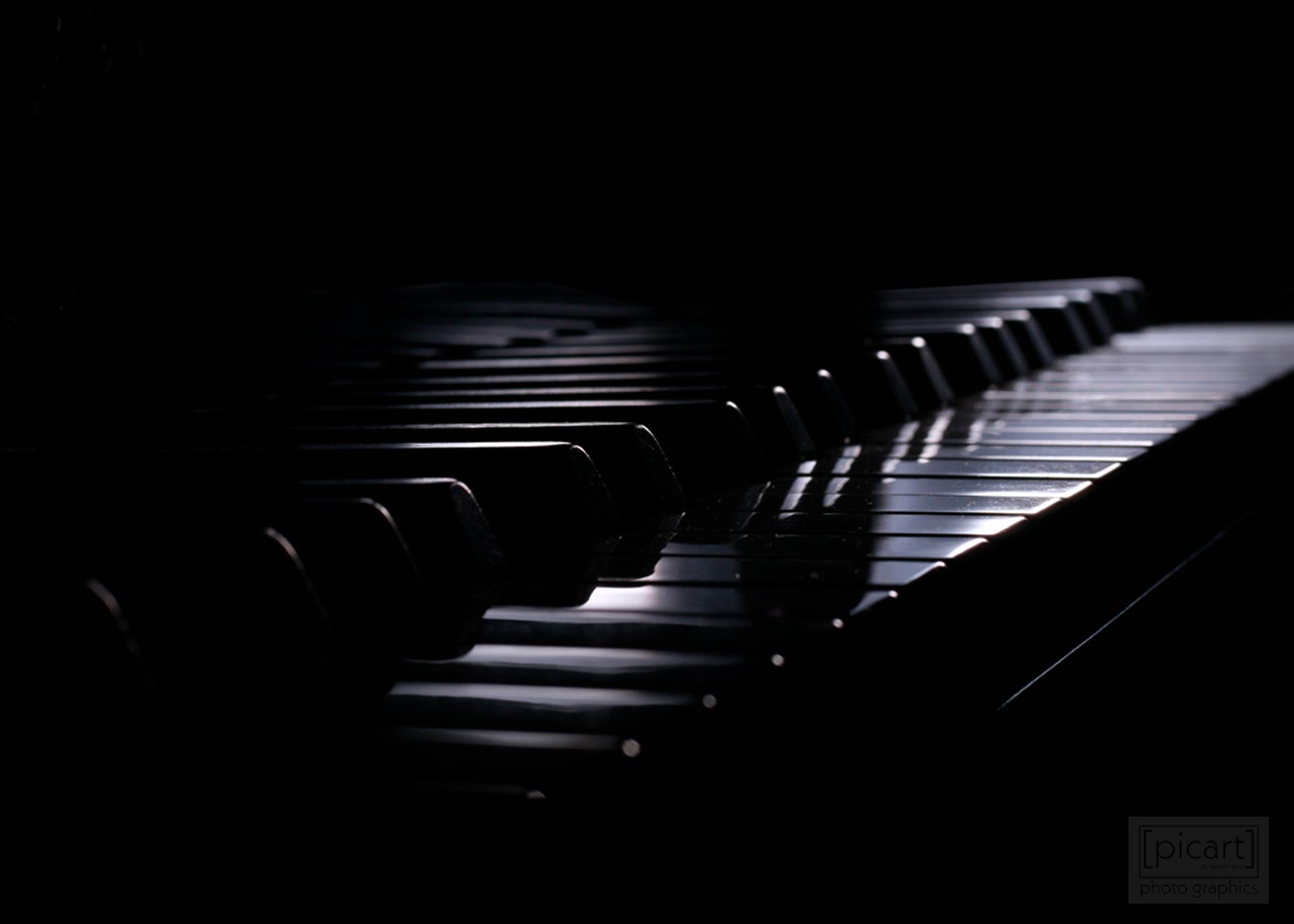 Bestellnummer: LK019  |  Low Key-Fotografie – Klavier © [:picart]by godot-plus, Eva Lenzenhuber