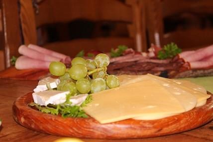 Käse, Wurst, Brötchen - alles, was man für ein gutes Frühstück braucht!