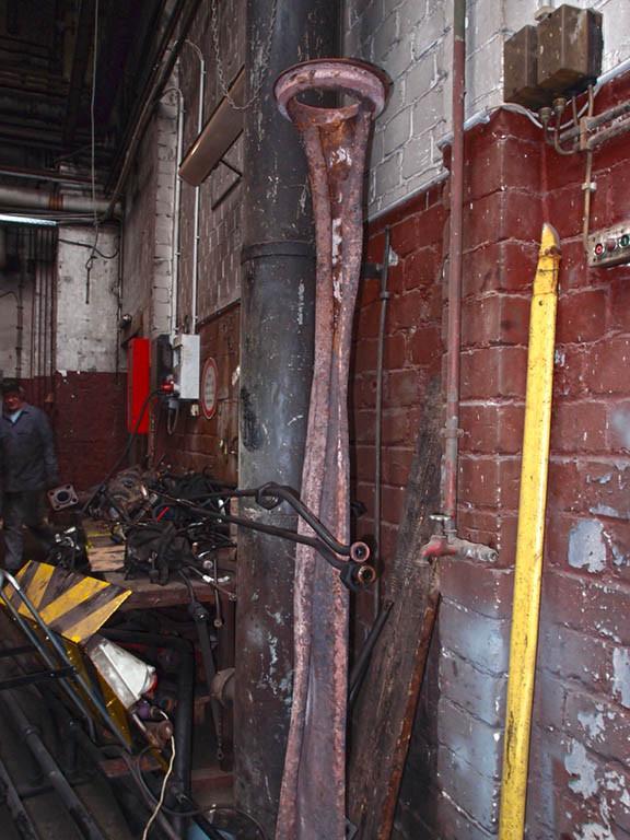Bei der Aufräumaktion des Arbeitsstands, wurde auch das beschädigte Reglerrohr entsorgt - Foto: Martin Hostert
