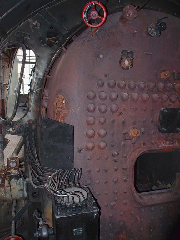 Blick auf die Überreste der Einrichtungen im Führerhaus während einer Arbeitspause - Foto: Wolfgang Schneider