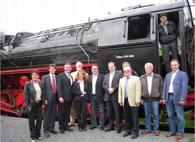 Gruppenfoto vor Fahrtantritt in Kaisersesch - Foto: Vulkan-Eifel-Bahn