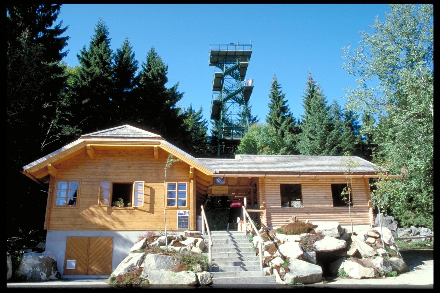 Holzschauhaus und Aussichtsturm Moldaublick, @TVBöhmerwald