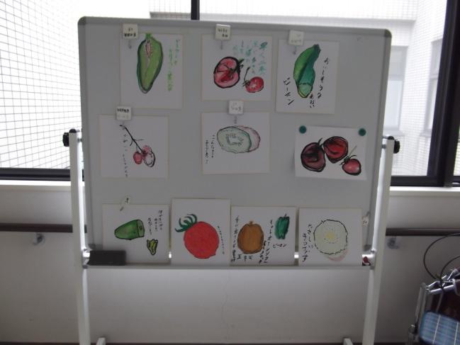 利用者の皆様が書かれた野菜や果物の絵です 。