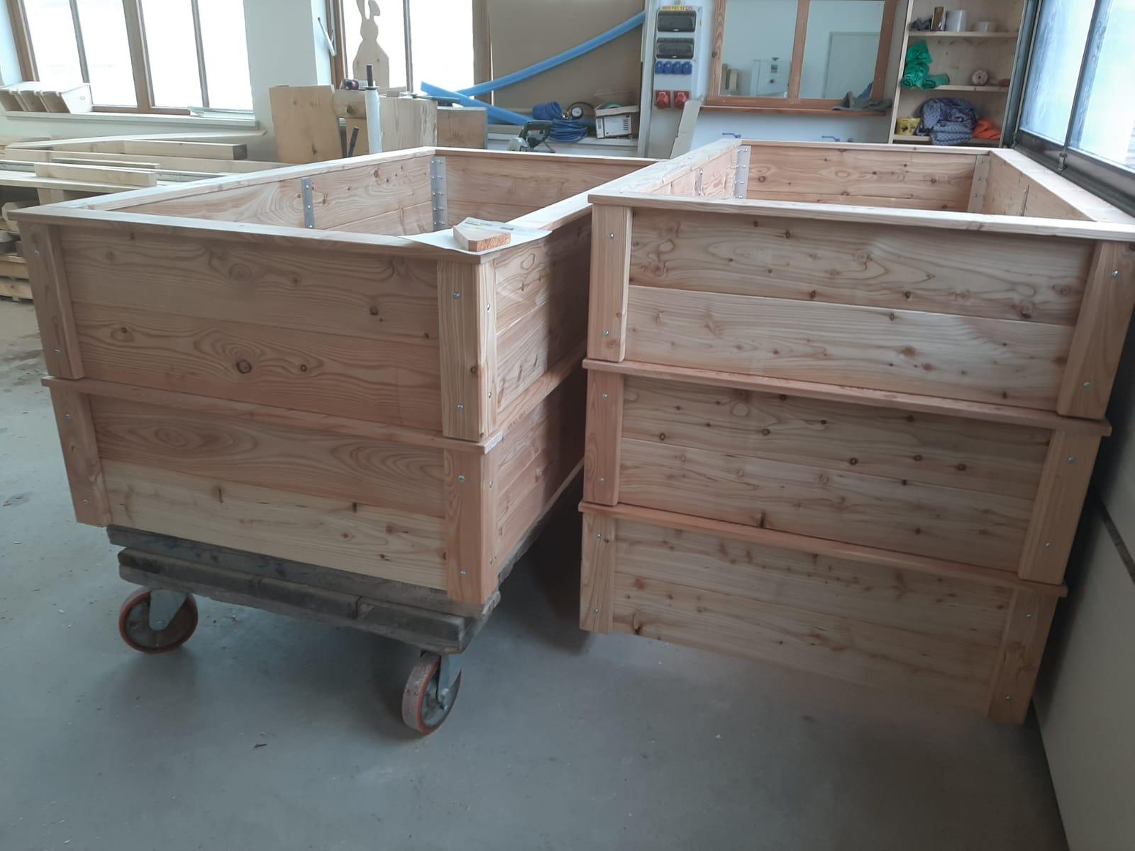 Fünf Hochbeete für einen Kindergarten. Höhe 40 cm.
