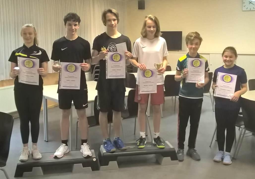 Marit K. mit Fabian G. vom LTV wurden Stadtmeister im Mixed U 15 und  Josephine J. mit Vincent W. vom CBC erreichten einen guten 2. Platz