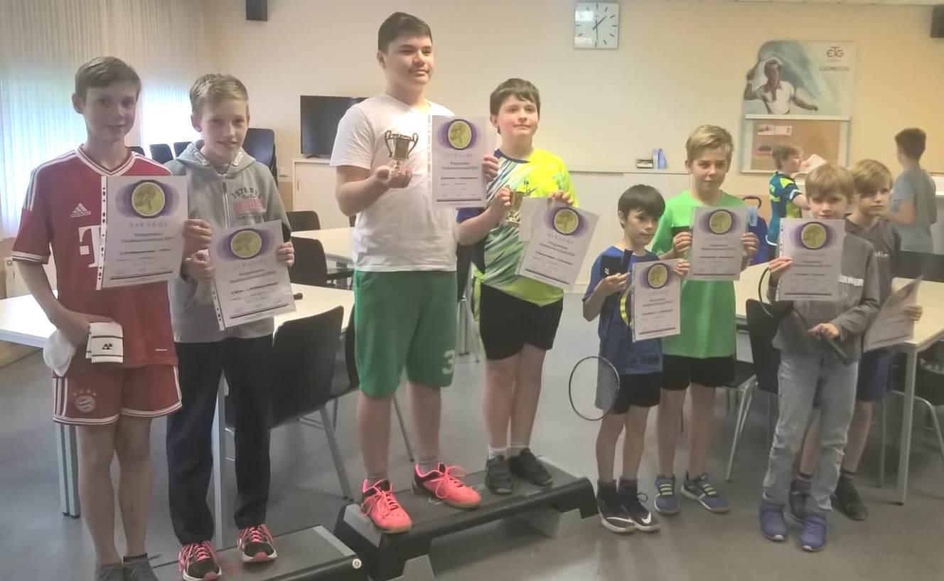 Im Doppel U 13 erreichten Fabian M. mit Lars S. vom CBC den 2. Platz und Luca G. mit Oliver B. vom LTV den 3. Platz
