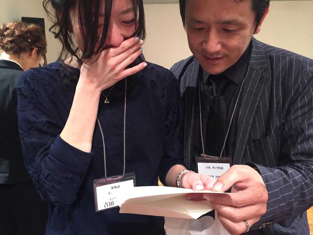 新人吉田さん(左)社長衣山さん(右)