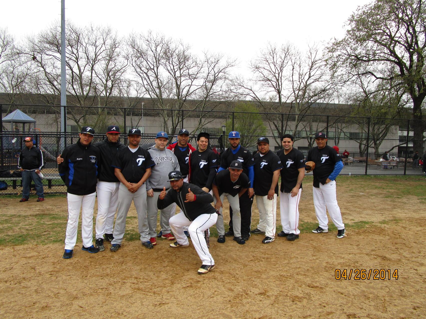 Los Tontos, 2014.  www.livinfante.com