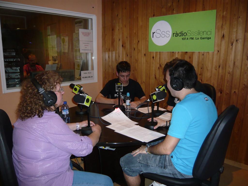 2/6/2010 Entrevista a Montserrat Lapuerta a Ràdio Silenci, al programa Poca cosa menys silenci