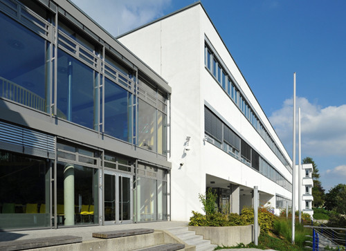 Ernst Abbe Gymnasium Oberkochen, Hauptfassade