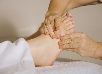Fuß-Massage u. v. m.