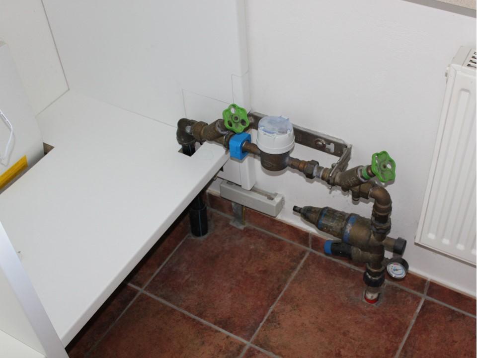 Detail rechts unten Wasseruhr ohne Bekleidung