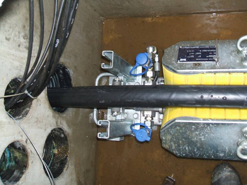 Die Kabelschubeinrichtung wird in Position gebracht