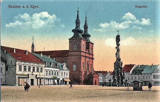 Kirche der hl. Familie und die Pestsäule