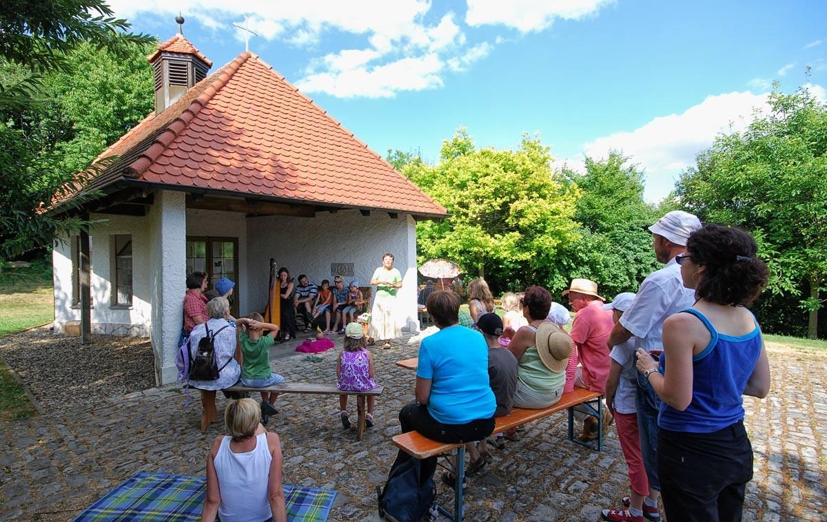 an der Kapelle - der ideale Abschluss des  Märchenspaziergangs durch Euerfeld